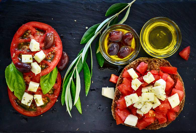 dakos tomato olives olive oil branch leaves 1441551 pxhere.com compressed