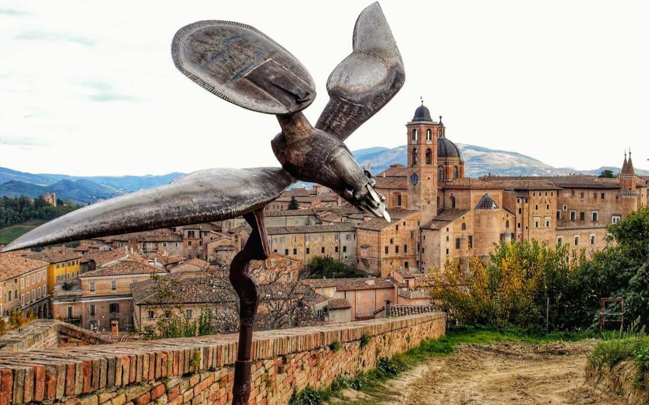Urbino schilderachtige taferelen en de Montefeltro streek van Rafaël