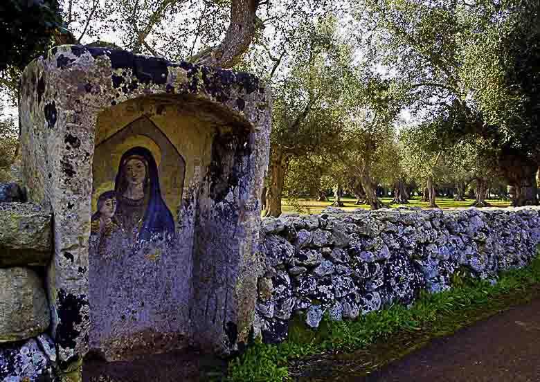 Fietsen langs hunebedden en tafelen met San Giuseppe in de Salento