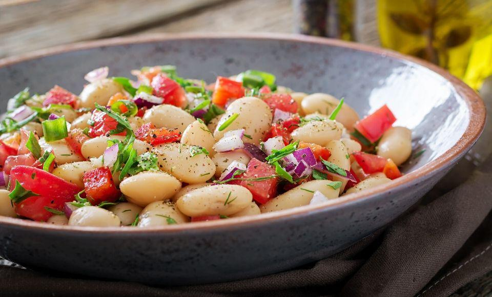 Witte bonen salade met knoflook en Parmezaanse kaas