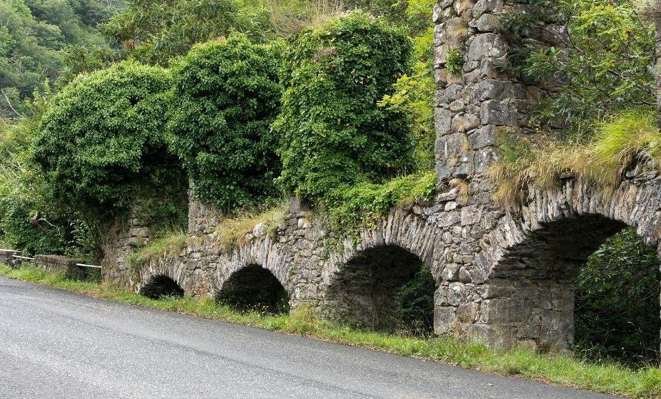 Acquedotto in rovina lungo il percorso