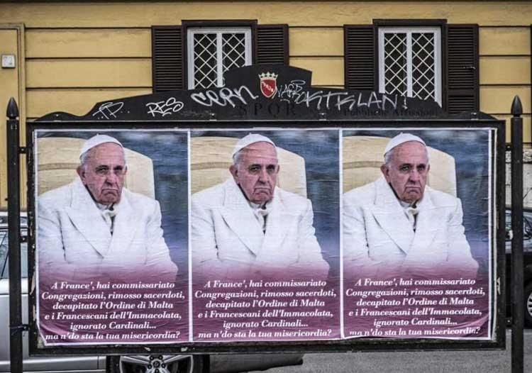 Posters smeercampagne van Paus Franciscus in Rome