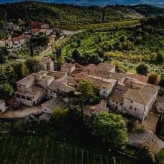 Autoroute door het wijngebied van de Chianti Classico in Toscane