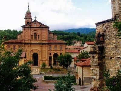 Middeleeuws Garessio op de grens van Piemonte en de Ligurische Alpen