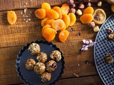 Pralines van Grana Padano en gedroogd fruit