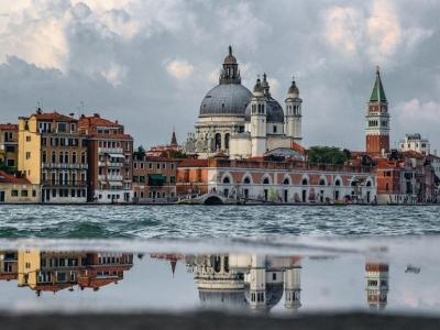 Venetië wordt gebruiksvriendelijk voor rolstoelen en kinderwagens