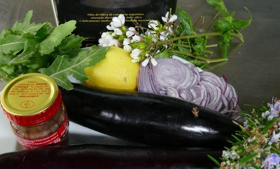 Aubergine met kruiden en ansjovis in de oven