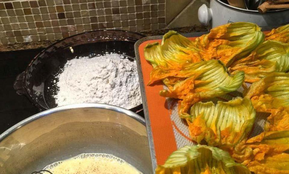 Crêpes met courgette vulling en yoghurtsaus