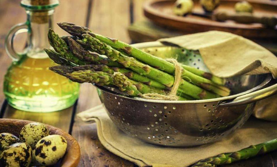 Groene asperges met ei voor Merenda