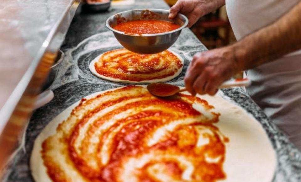 Pizza, hoe maak je het gemakkelijk zelf?