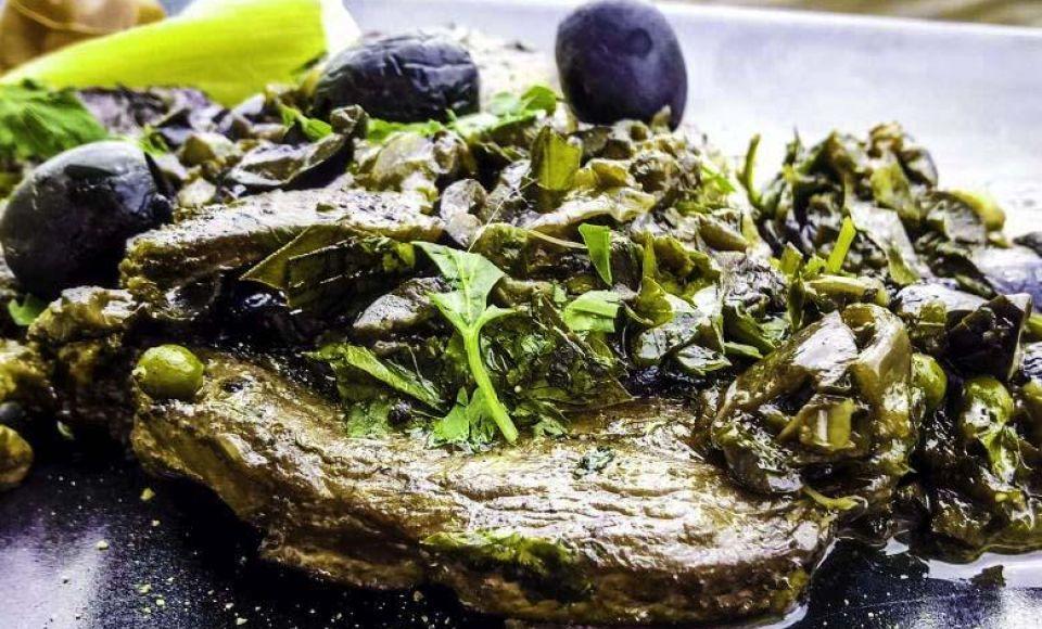Varkenskarbonade met zwarte olijven
