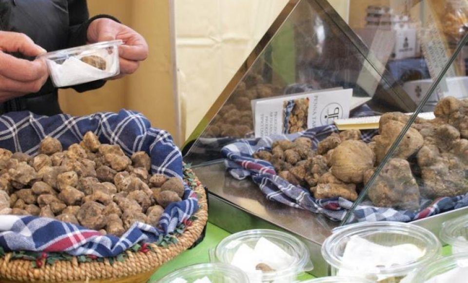 Kip Rossini met truffles door chef kok Marcello Trentini
