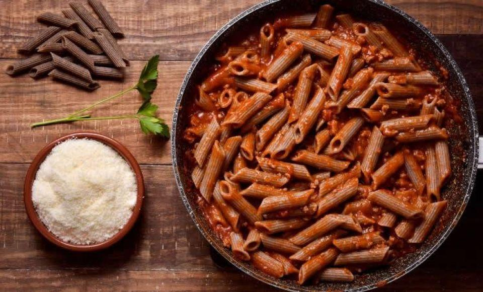 Penne al Sugo di Agnello - Macaroni met lamsvlees saus.