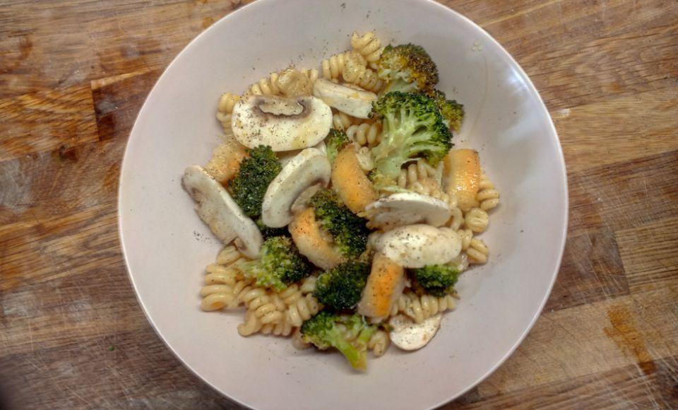 Pastasalade met broccoli en gekarameliseerde citroen
