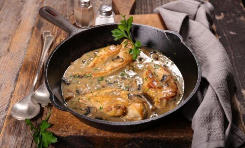 Pollo ai Funghi e Castagne - Kip met paddestoelen in een saus van kastanjemeel