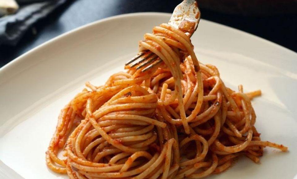 Pomarola (Pummarola) -Tomatensaus uit Napels