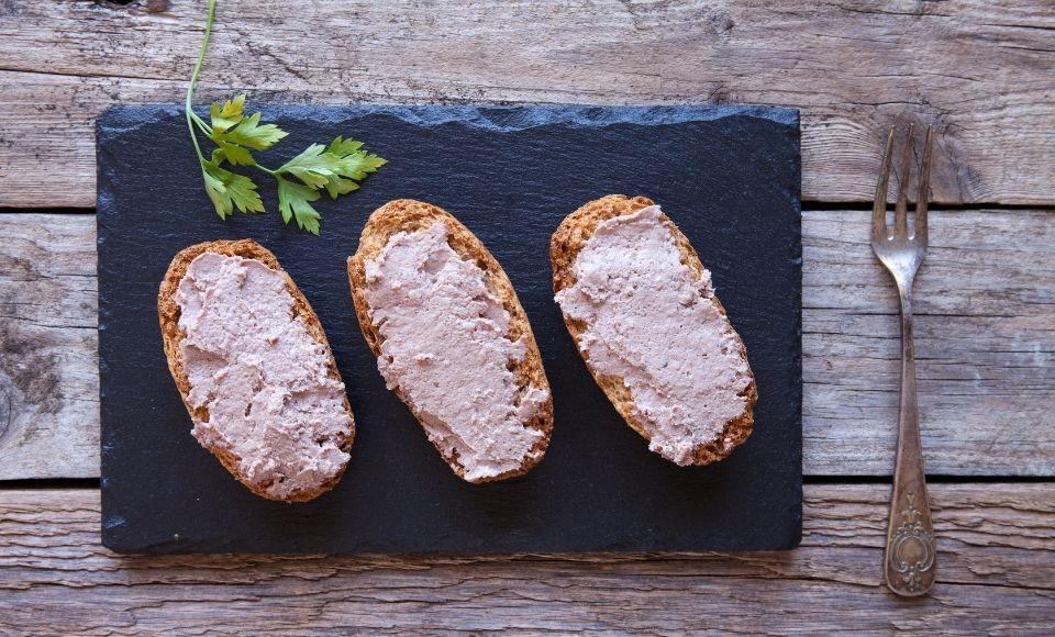 Zwarte truffel paté met konijn uit Le Marche