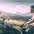Fietsen doe je met een picknickmand in de bergen van Brixen