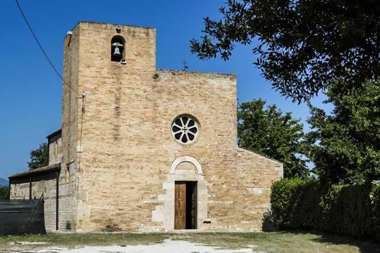 Santa Maria a Vico, het oudste kerkje in de Abruzzen