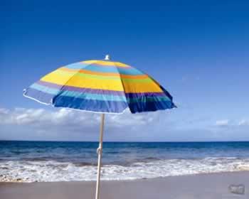 Parasol op het strand van de Versilia