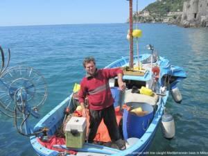 Vissersboot in Cetara