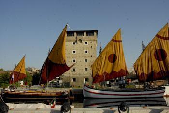 De zouttoren en de regatta van vissers