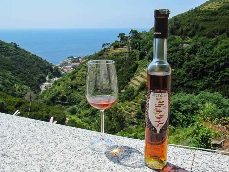Cinque Terre´s beroemde Sciacchetra wijn
