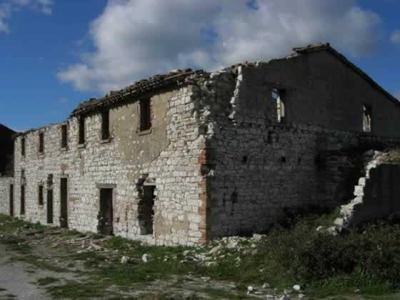 Een van de eerste huizen is altijd een ruine