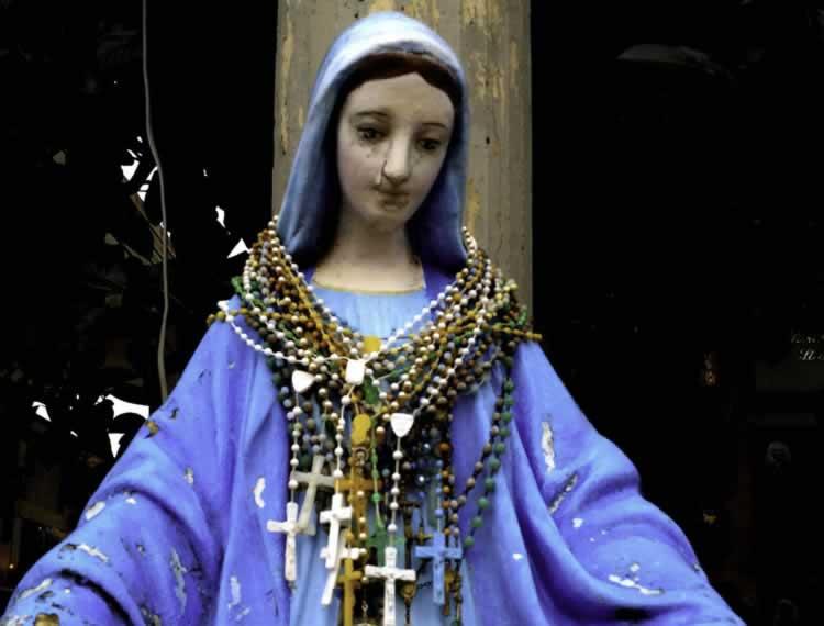 De huilende Maria op het kerkhof van San Giorgio IonicoMartina Franca
