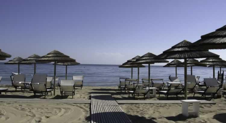 Het strand bij Fasano en Torre Coccaro