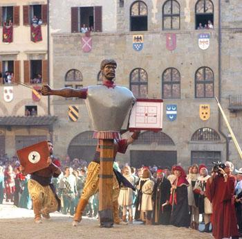 Reuzenoptocht in Arezzo
