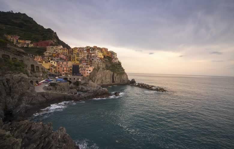 Uitzicht op Cinque Terre vanaf het Liefdespad