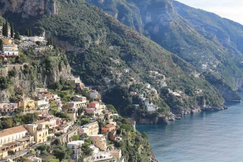 Positano aan de Amalfikust van Campania