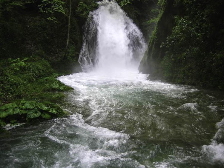 Een deel van de Marmore watervallen