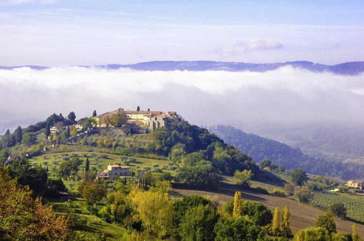 Herfst over de velden in Umbria