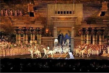 Opera Aida in de Arena van Verona in 2011
