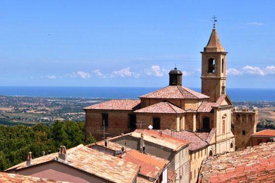Locanda Belvedere Saludecio, uitzicht op zee