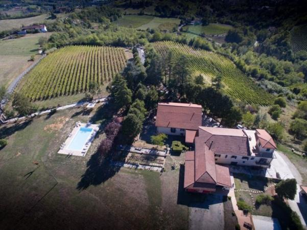 Podere Luciano, wijngaard in Piemonte met appartementen