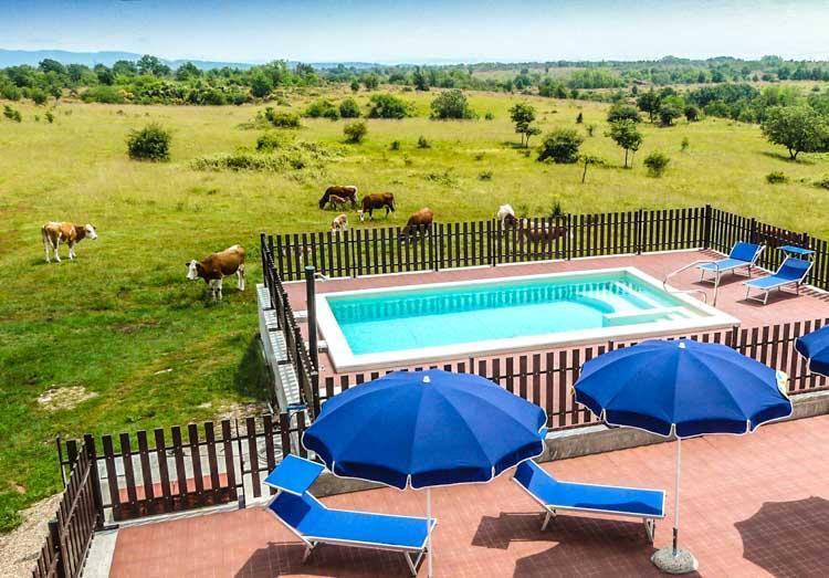 Zwembad bij Parco Rurale