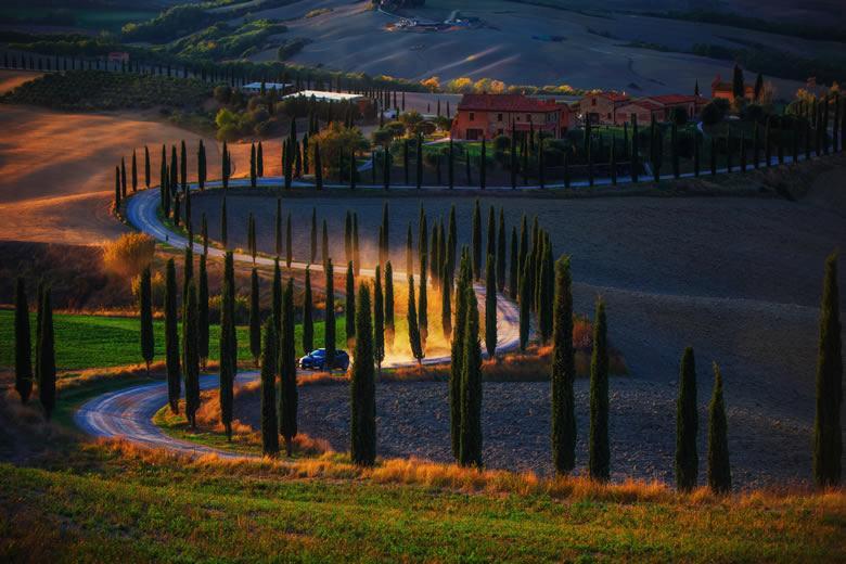 Autoroute van Siena naar de Maremma dor het Val d'Orcia en Montalcino