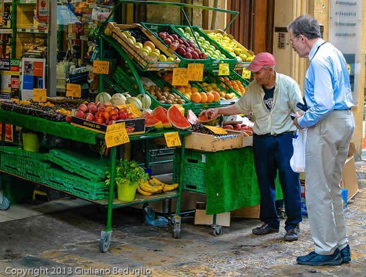 Fruttivendolo di fiducia - Een betrouwbare groenteman