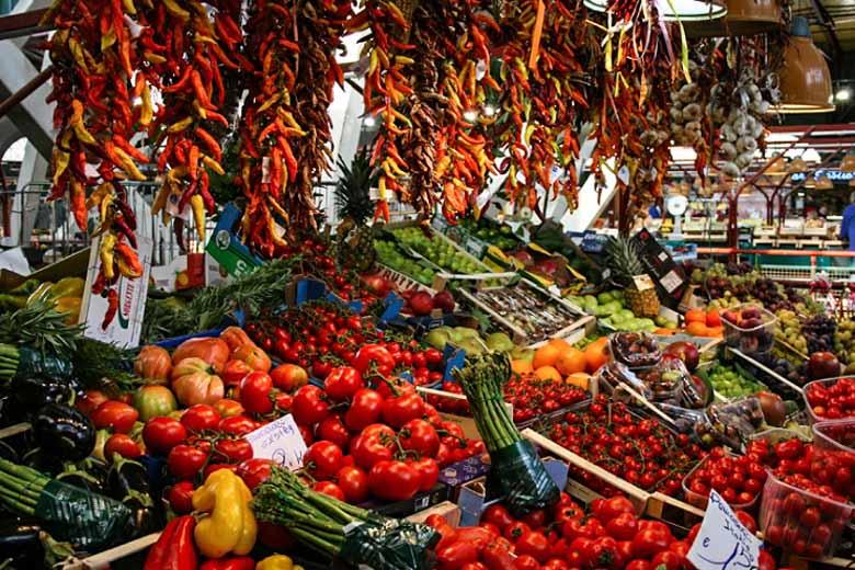 Boodschappen doen op de markt in Italie