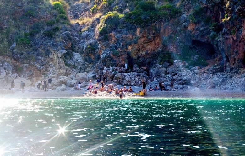 Tips voor zonvakanties Sicilië aan de turquoise Zingaro baai