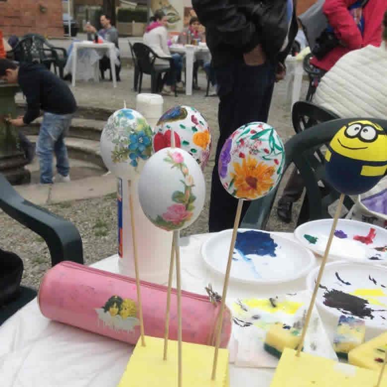 Eieren verven met Pasen