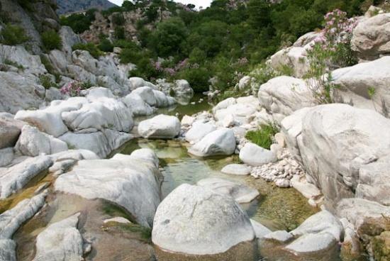 Een bergstroompje op Sardinie