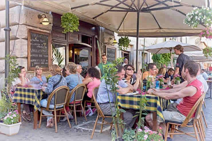 De gezellige maar wilde tafeltjes in Rome
