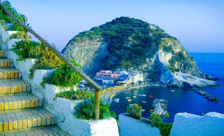 Ischia |  Het eiland rond op een motor