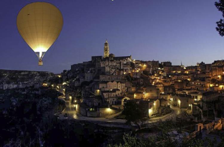 Matera | Zweven boven de grotwoningen in een heteluchtballon