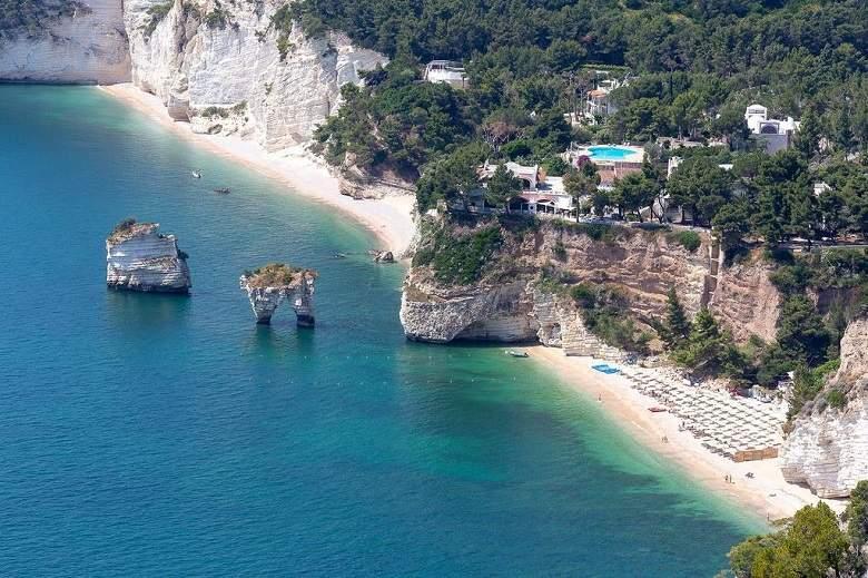 8 witte stranden in Puglia met onze hoteltips mét privéstrand (foto Cala d'Otranto)