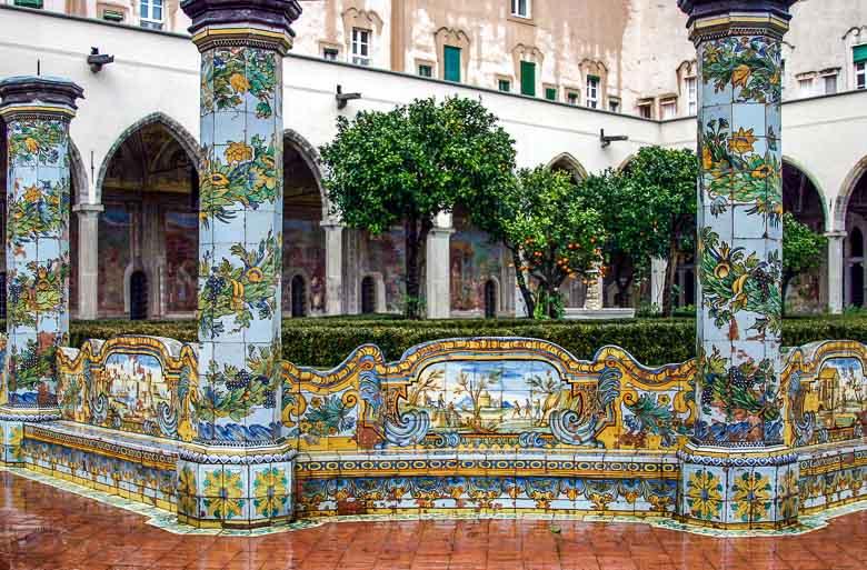 Napels | Het vrolijke Santa Chiara klooster